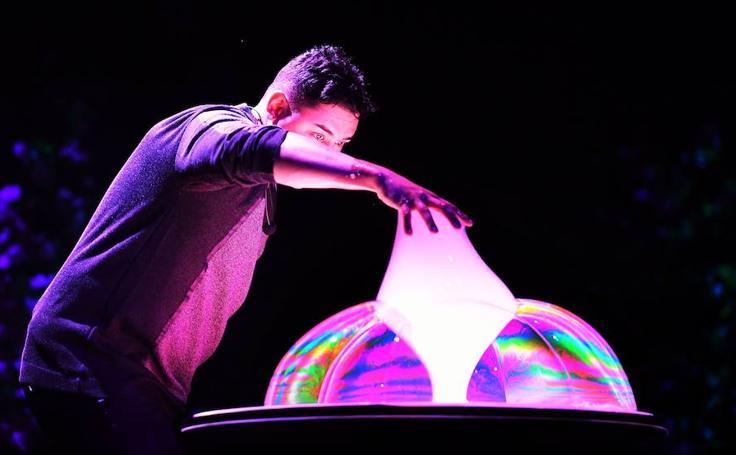 Espectaculares imágenes del Mega Bubblefest Laser Show de California