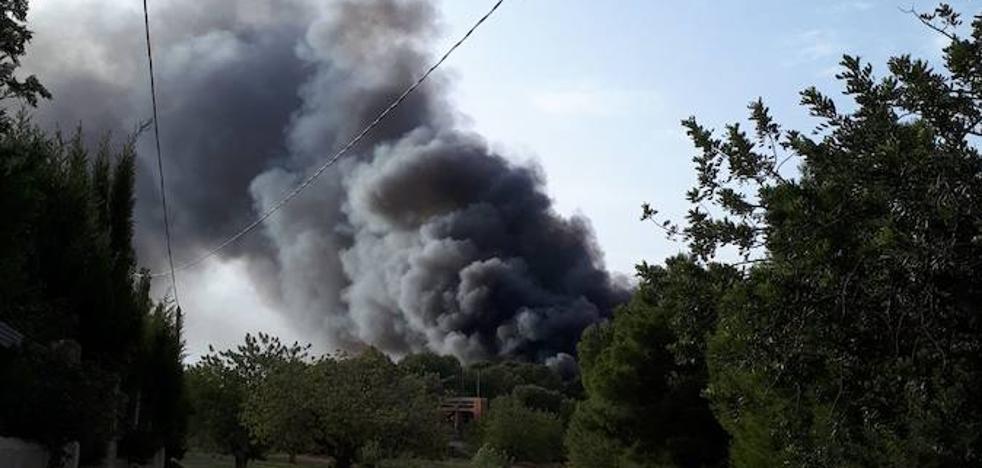 Incendio y explosiones en un camping abandonado en Llíria
