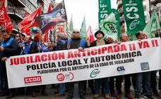 Policías locales se concentran en Valencia para rebajar su jubilación a los 60 años