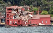 Un carguero se empotra contra un edificio otomano en la orilla del Bósforo