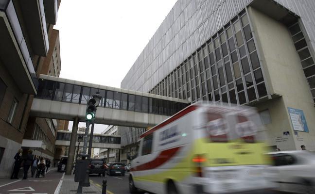 Personal del Clínico pide a Grezzi que limite el tráfico de la zona a uso sanitario