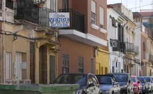 Burbuja inmobiliaria en el Cabanyal: los extranjeros compran ya el 90% de las viviendas
