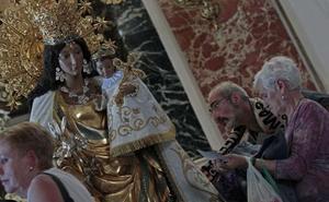 ¿Qué día es el Besamanos a la Virgen de los Desamparados en Valencia?