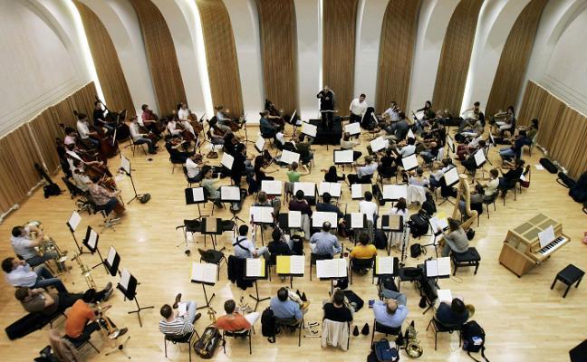 Los músicos de la orquesta de Les Arts piden el relevo de los directores musicales