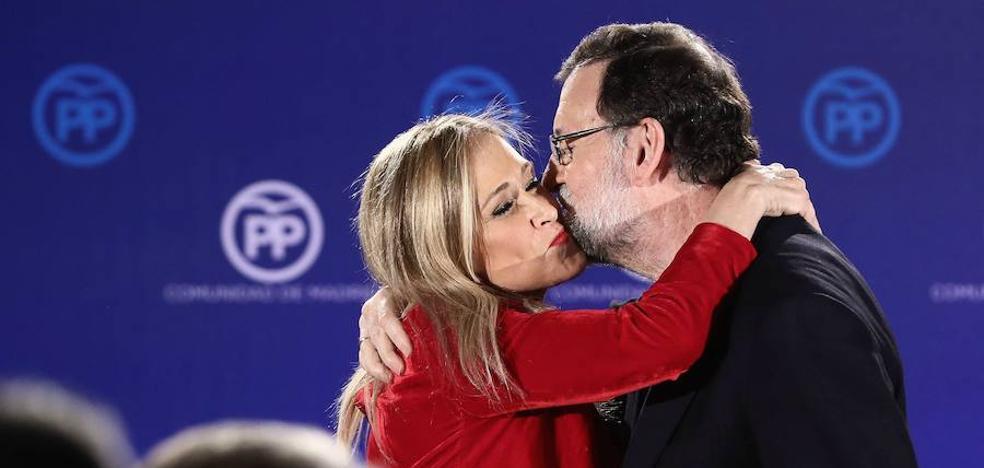 Rajoy sostiene a Cifuentes