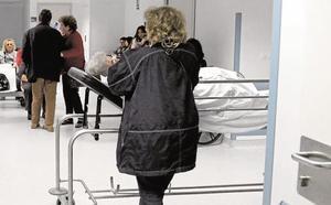 Enfermos del Clínico siguen ingresados en la sala de espera habilitada por la gripe