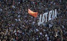 Miles de personas piden «justicia» en Pamplona para los procesados de Alsasua