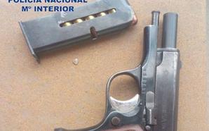 Detenido por quedarse con una pistola cargada que encontró un contenedor de una avenida de Valencia