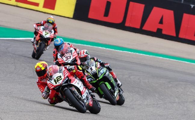 Xavi Forés logra en MotorLand su tercer podio de la temporada en una carrera accidentada