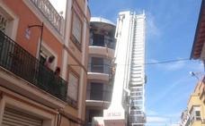 Rescatada una mujer de una vivienda que se ha incendiado en Alzira