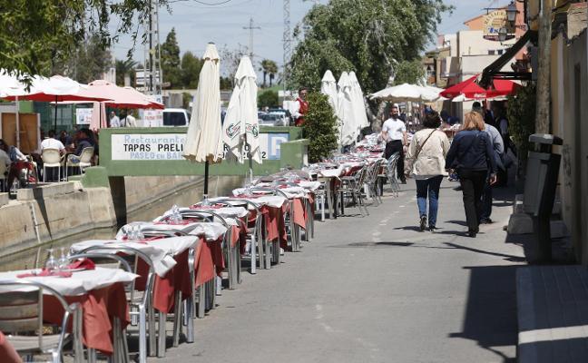 Los hosteleros de El Palmar alertan de que la reducción de terrazas causará despidos