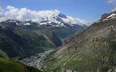 Un borracho escala por error una montaña de Los Alpes cuando trataba de llegar a su hotel