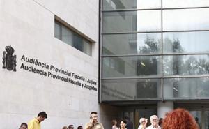 Piden 15 años para un maltratador por dejar en coma y paralítica a su ex en Valencia
