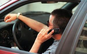 ¿Por qué está prohibido usar el teléfono móvil en una gasolinera?