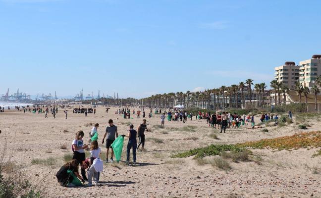 250 kilos menos de basura en la playa de la Patacona