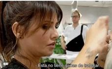 Rifirrafe con Mónica Cruz y tensa eliminación del concursante valenciano de 'Maestros de la costura'
