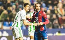Pazzini, duda ante el Málaga