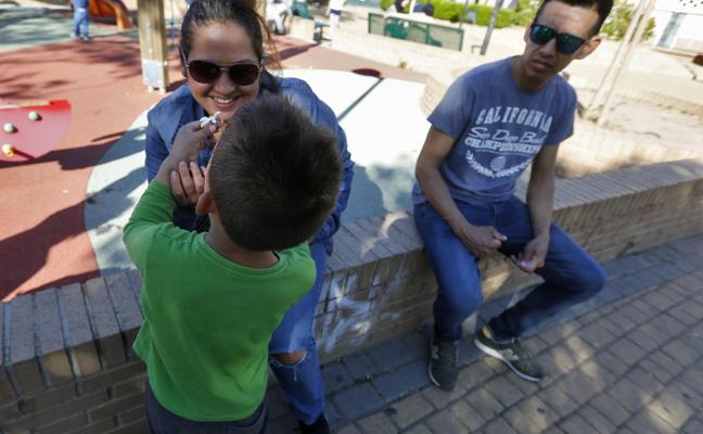 «A mi hijo le corresponden terapias por ley, pero aún espero respuesta de la conselleria»