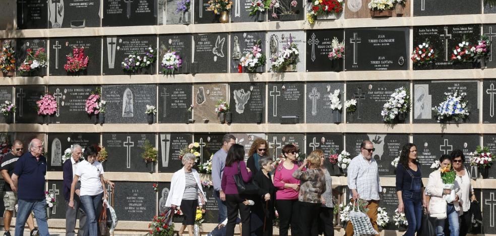Sólo dos cementerios de Valencia tienen nichos libres para depositar urnas de cenizas