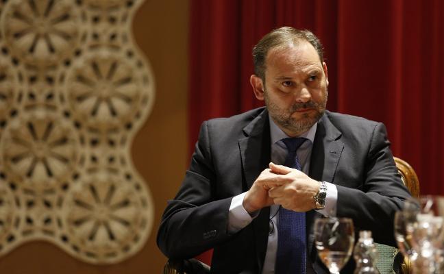 Ábalos critica a Podemos y Cs y dice que su «regeneración» no es creíble