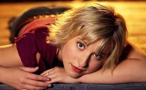 Detienen a la actriz de Smallville Allison Mack, acusada de tráfico sexual