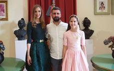 Raquel Alario y Clara Parejo cuelgan su retrato en la Junta