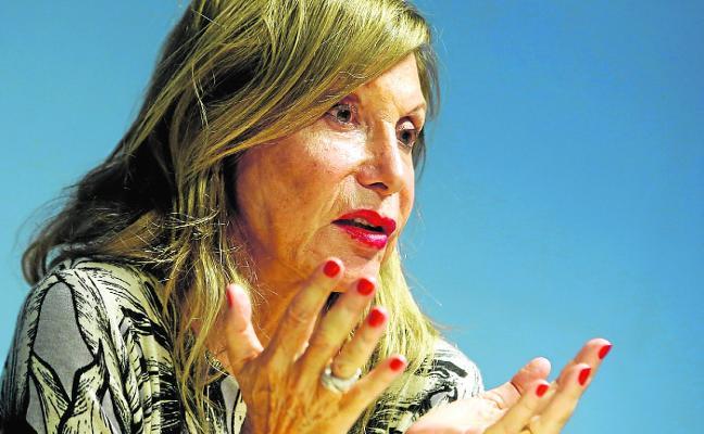 Pilar Eyre: «La Familia Real debe estar contenta. En vez de adjudicarle un hijo se lo quito»