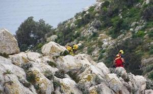 Los bomberos rescatan en helicóptero a un turista herido en el Penyal d'Ifac de Calp