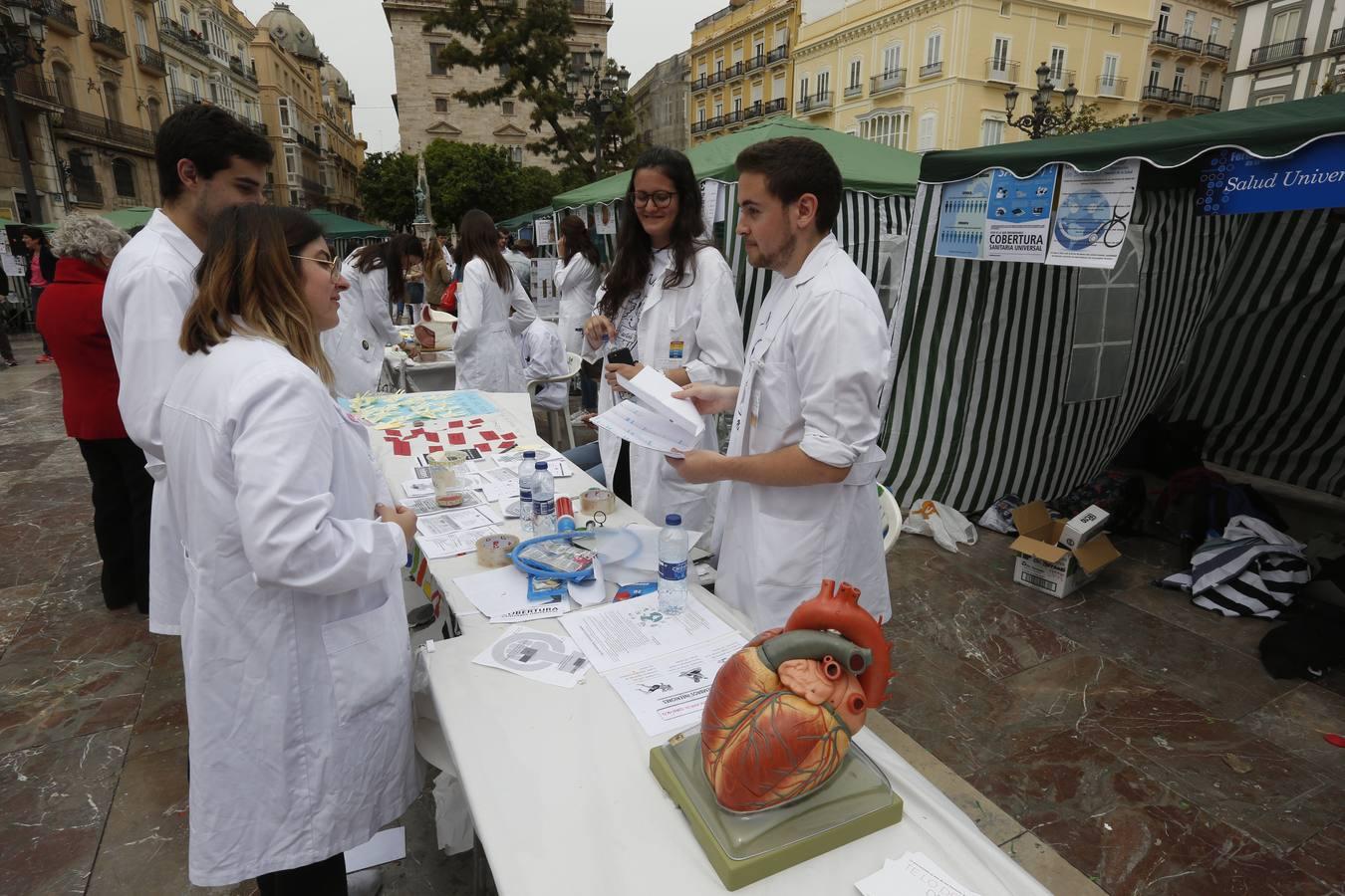 La Feria de la salud en Valencia recibe a 300 estudiantes