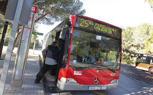La EMT investiga el abordaje de unos ciclistas a un autobús de la línea 25 entre el Saler y Pinedo