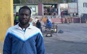 De triple campeón de tenis en Mali a sinpapeles en Sagunto