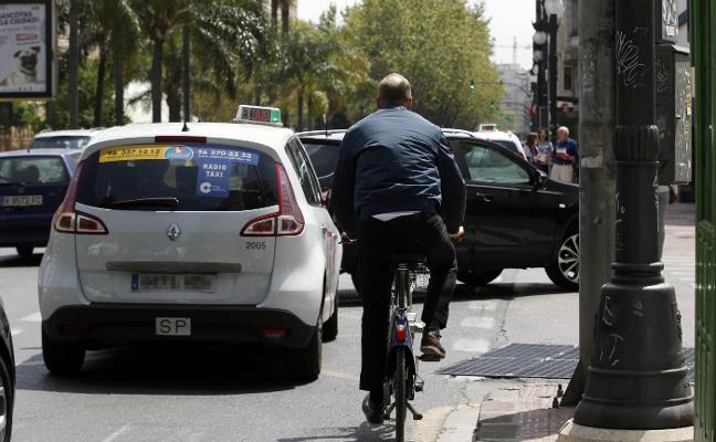 Una línea pintada separará el carril bici de los autobuses en Fernando el Católico