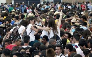 El Gobierno prohibirá los macrobotellones y festivales como las paellas universitarias