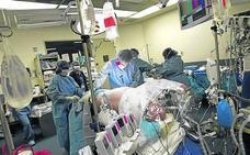El primer trasplante de pene y escroto de la historia