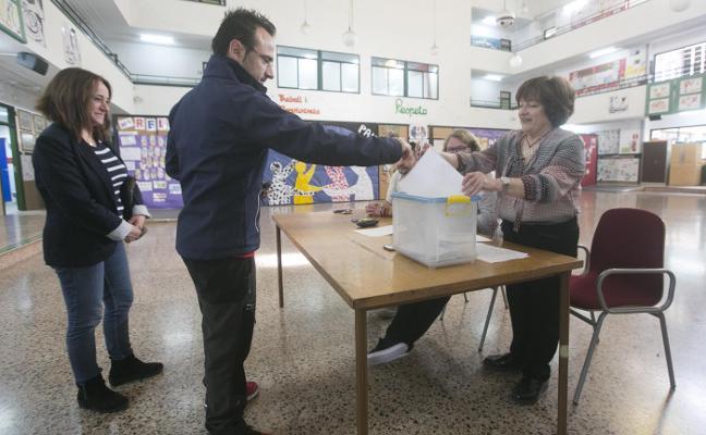 Alumnos de treinta colegios afrontan el primer informe PISA de la era Marzà