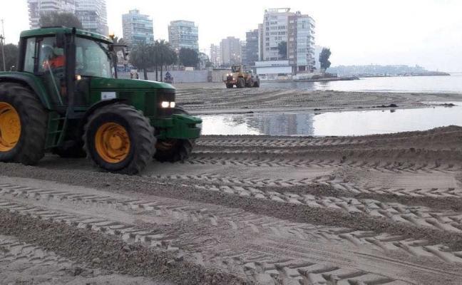Alicante pone en marcha un plan especial para acondicionar las playas tras el temporal