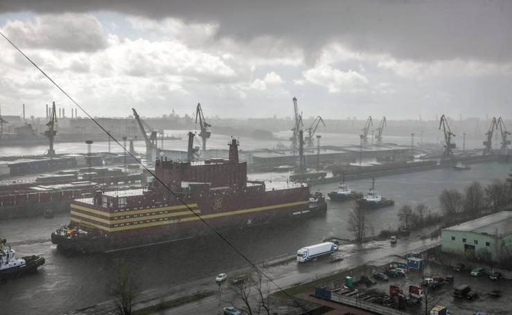 Rusia inaugura la primera central nuclear flotante del mundo