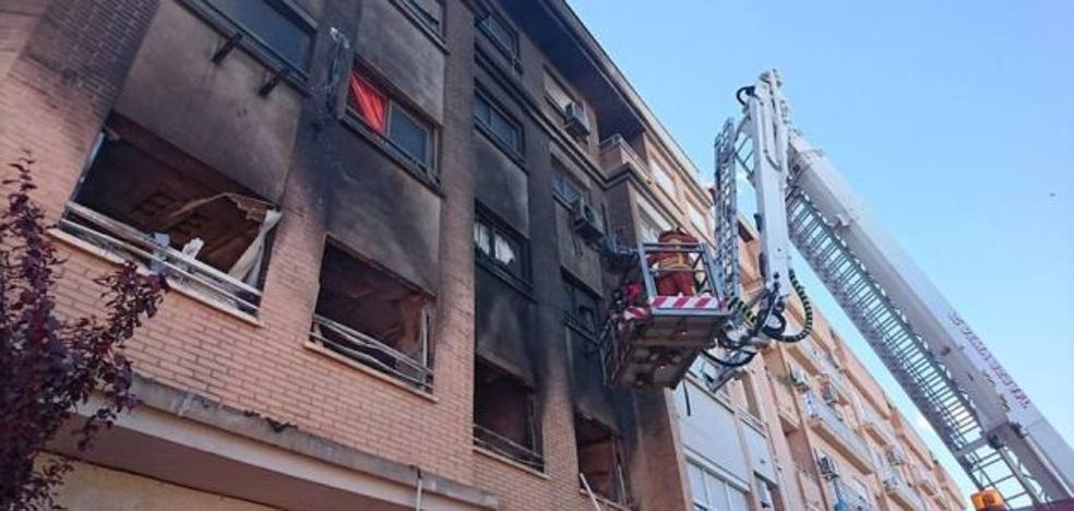 El hombre que quemó la casa de su exmujer tiene un juicio pendiente por maltrato