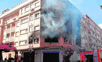 Encarcelan al hombre que incendió la casa de su expareja en Albal