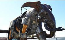 La escultura gigante del elefante 'Escipión' que une arte y naturaleza da la bienvenida a los visitantes del Bioparc