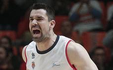 Temor en el Valencia Basket a una lesión grave de Rafa Martínez en la rodilla