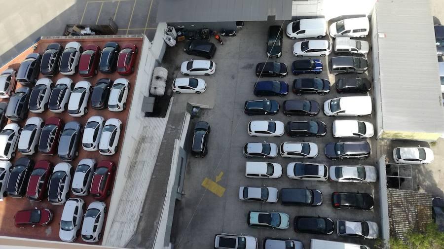Fotos del desmontaje del concesionario de coches del Parque Central
