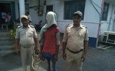Una segunda menor es violada, rociada de gasolina y quemada en India en menos de 24 horas