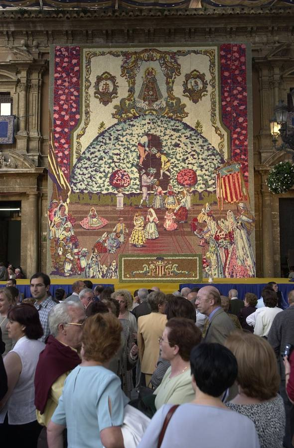 Tapices florales a la Virgen de los Desamparados