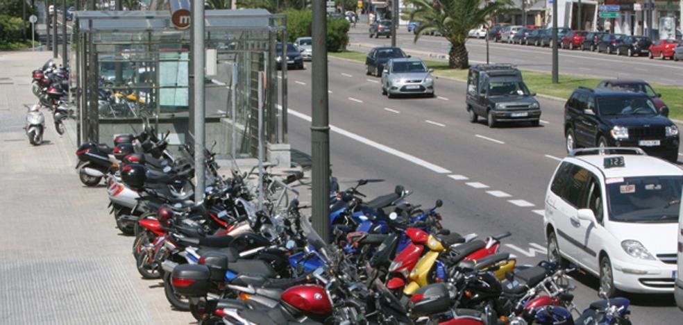 Herido grave en un accidente de moto al chocar contra un taxi en la avenida del Cid