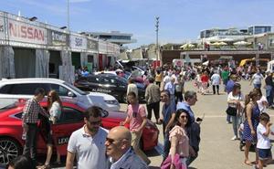 Miles de valencianos visitan ECOMOV en La Marina de Valencia