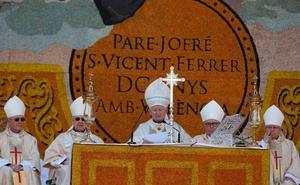 Cañizares destaca en la Missa d'Infants que «el futuro de la sociedad se fragua en la familia»