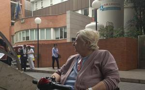 Una paciente discapacitada denuncia barreras en el Clínico