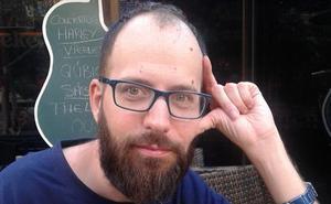 Luis Bagué: «La nueva poesía no entiende de reflexión pero sí de sentimentalismos»