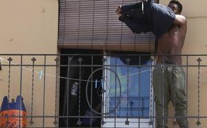 El joven que se atrincheró en un balcón en Valencia, ante el juez